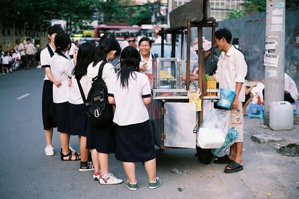Kinh doanh đồ ăn gần trường học