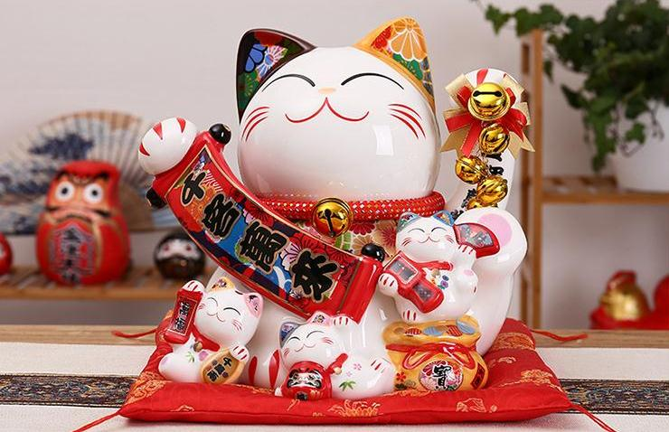Mèo vàng biểu tượng may mắn