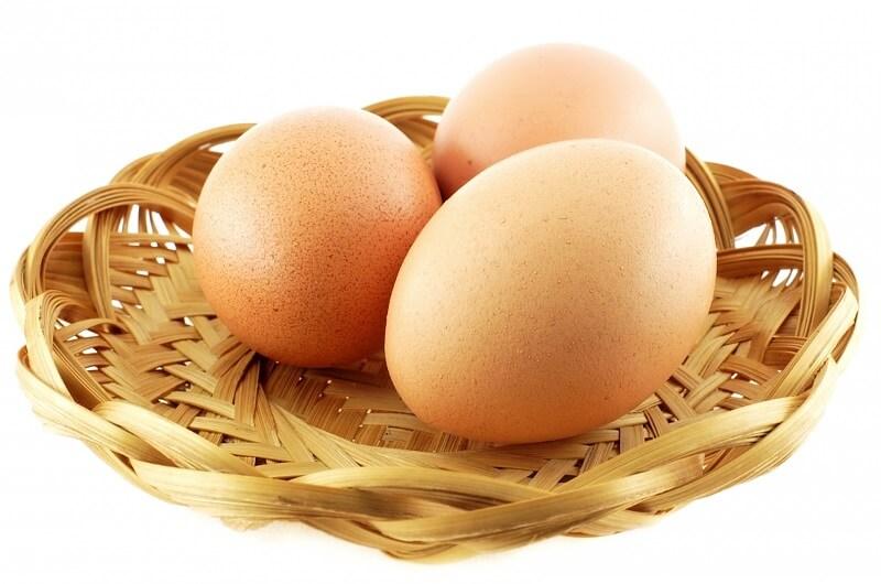 Chiêm bao ăn trứng gà thối