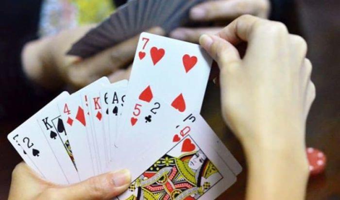 Mơ đánh bài thì nên đánh đề con gì?